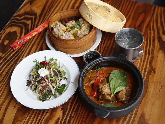 Nua Num Tok (beef salad, L), Kanom Jeeb (pork dumplings,