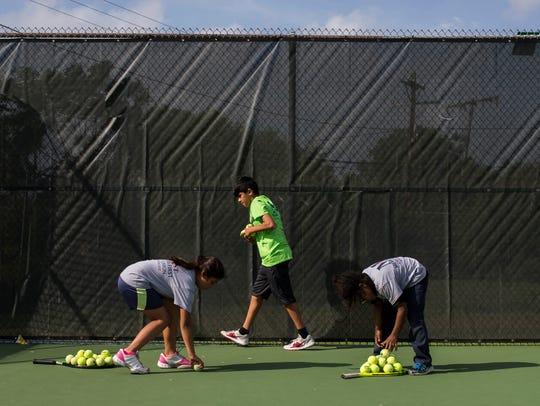 Monica Hernandez, 9 (from left), Ruben Guevora, 10,