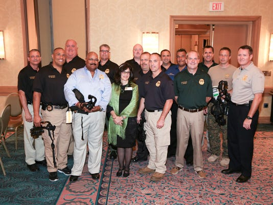 636582870590183299-Ronee-with-officers.jpg