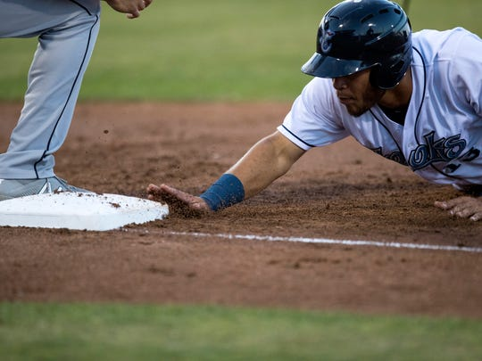 Hooks' Randy Cesar dives back to the bag against the