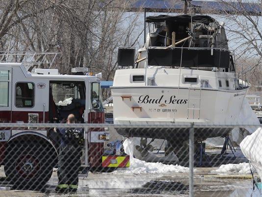 636602610515413545-boat-fire.jpg