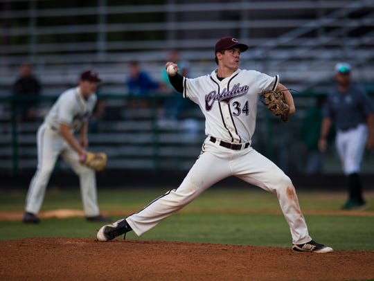 Calallen's Hambleton Oliver pitches the ball during