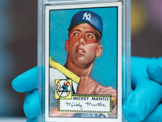 1952 Topps Mickey Mantle baseball card, r m