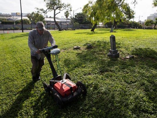 636674237208305111-787973002---Bayview-Cemetery-Digging-6.jpg