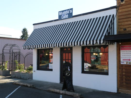 Raymundo Soto has opened Mundo's Cafe in downtown Monmouth.