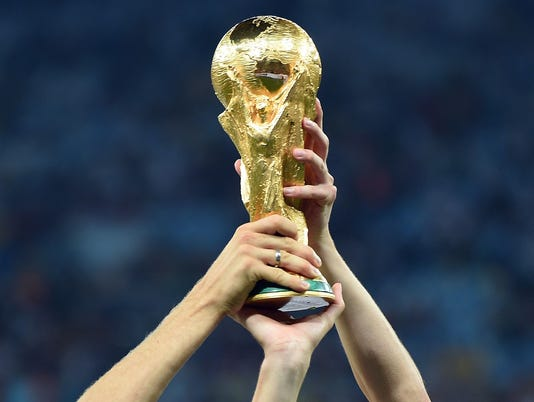 2018-06-13 World Cup trophy1