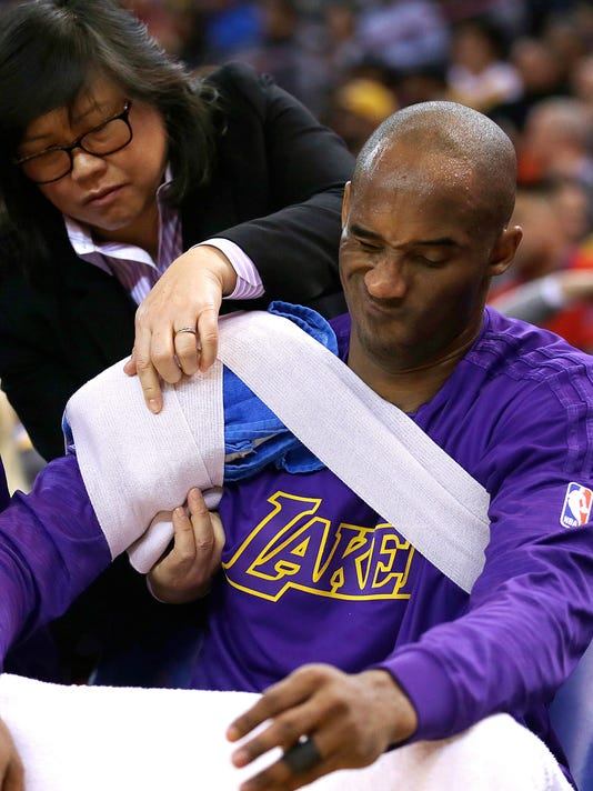 Los Angeles Lakers' Kobe Bryant has his right shoulder wrapped on the bench during the first half of the team's NBA basketball game against the Golden State Warriors on Thursday, Jan. 14, 2016, in Oakland, Calif. (AP Photo/Ben Margot)