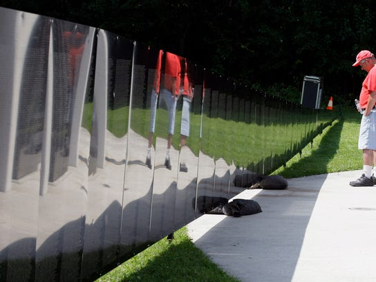 POSSIBLE MAIN she n Vietnam Wall Replica0818-gck-04.JPG