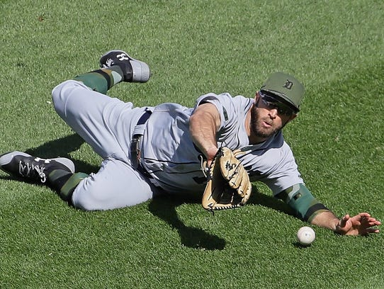 Tigers outfielder Tyler Collins dives unsuccessfully