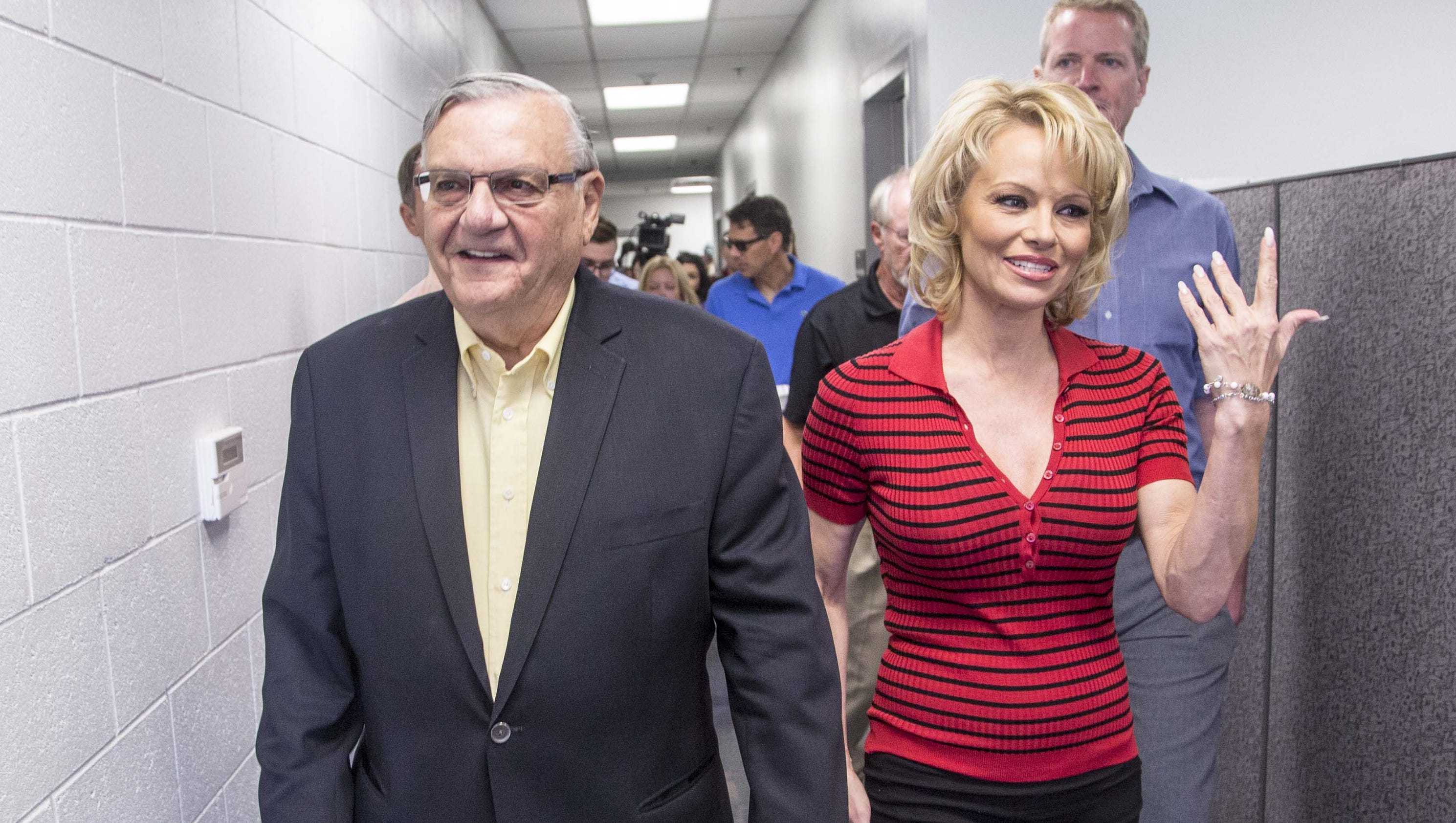Pamela anderson visits tent city touts vegetarianism for Today s interiors phoenix