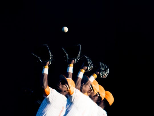 Tennessee outfielder Brodie Leftridge (1) catches a