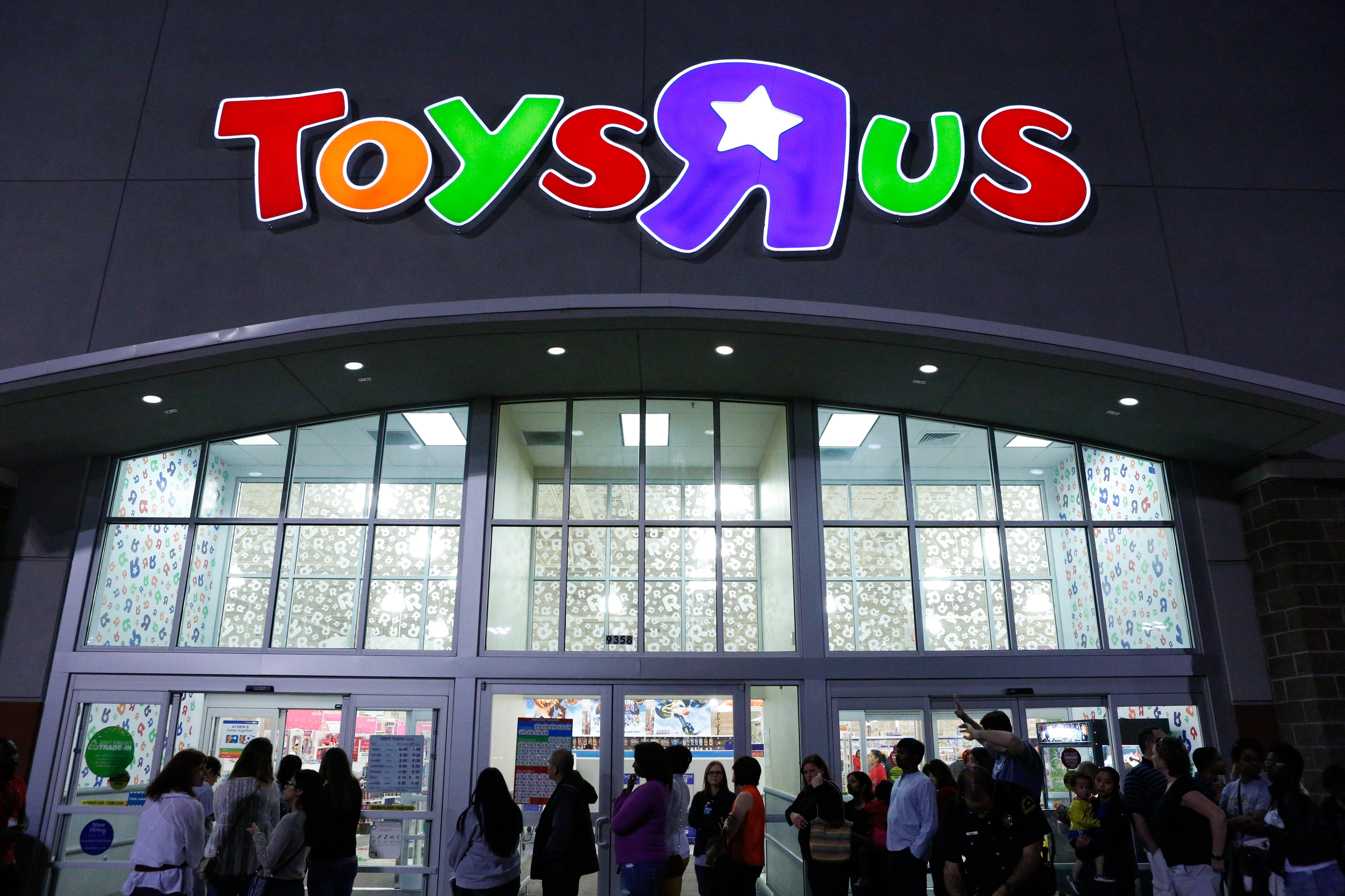 why is toys r us closing