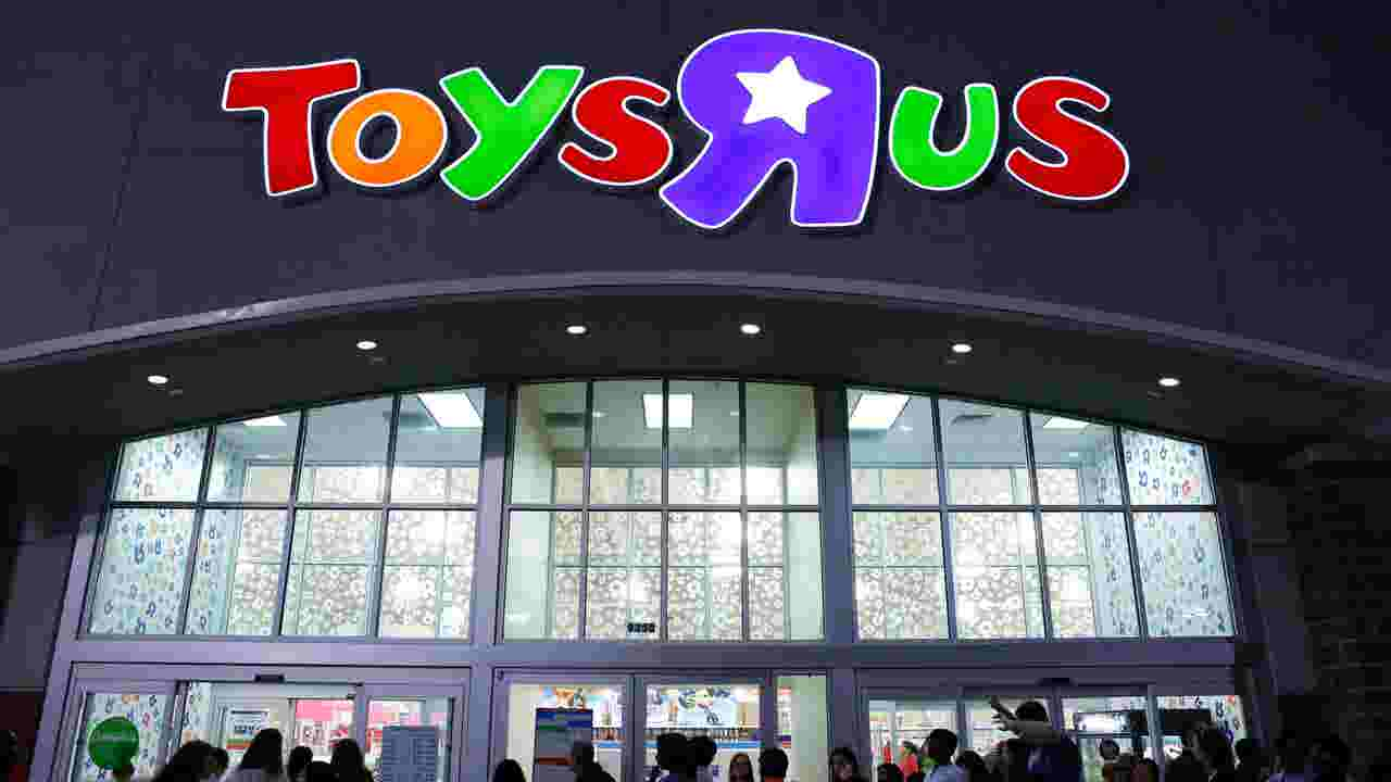 Target Christmas Commercial 2018.30 000 Jobs At Risk As Business Fails At Toys R Us