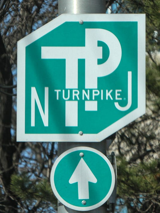1 dead, 4 hurt in 3-vehicle NJ Turnpike accident