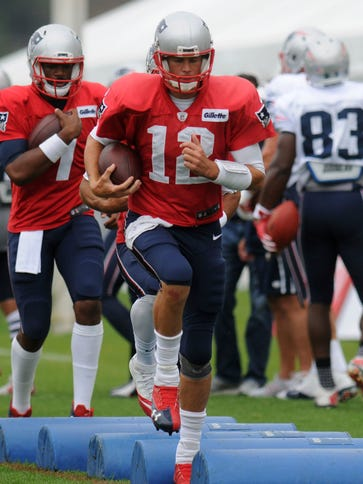 Patriots QB Tom Brady works on drills during a joint