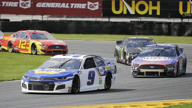 Chase Elliott (9) leads Kevin Harvick (4), Kurt Busch (1) and Ryan Blaney through Turn 3 during a NASCAR Cup Series at Daytona International Speedway, Sunday, Aug. 16, 2020, in Daytona Beach, Fla.
