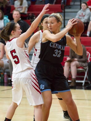 Brookfield Central senior Ellery Nordling looks to
