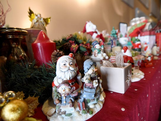 Free Christmas ornaments and decorations were availbale