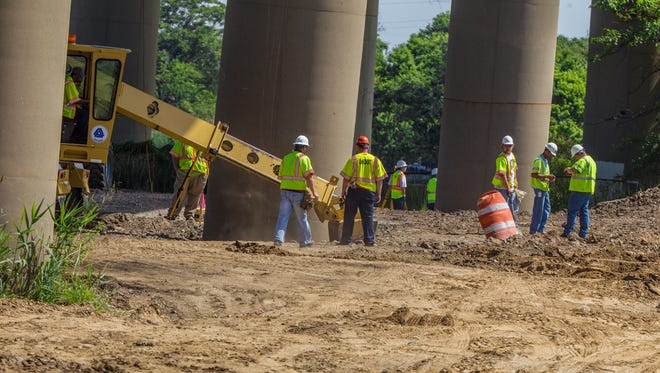 DelDOT, contractors and engineers work on a solution to the I-495 bridge problem.