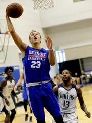 Pistons guard Luke Kennard shoots against the Mavericks