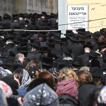 Funeral of Grand Rabbi Mordechai Hager at the Viznitz