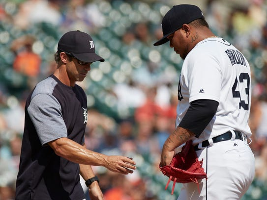 Tigers manager Brad Ausmus (7) takes the ball to relieve