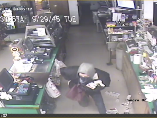 Marion County deputies are asking for the public's help with identifying the two people who burglarized a St. Paul market.