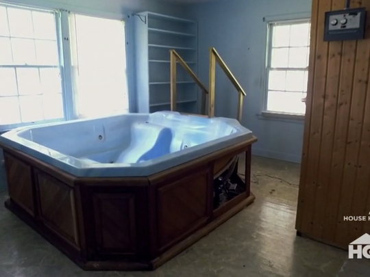 There was a hot tub and a sauna in one room of the Creel House.