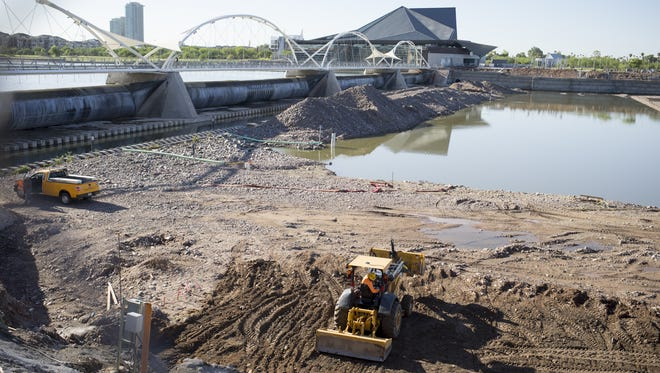 Construction workers continue to work on the $40.8 million hydraulic steel dam at Tempe Town Lake, Sept. 29, 2014, at Tempe Town Lake.