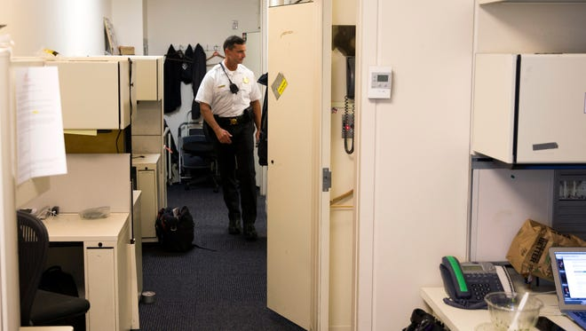 A Secret Service police officer walks in the press area of the White House in Washington, Tuesday, June 9, 2015, during an evacuation of parts of the White House. (AP Photo/Evan Vucci) ORG XMIT: DCEV101