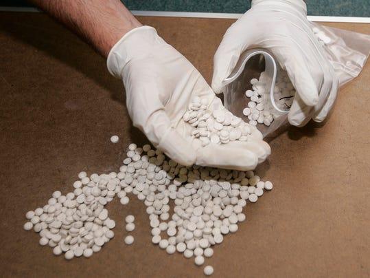 -Eastasy pills bagging.JPG_20080703.jpg