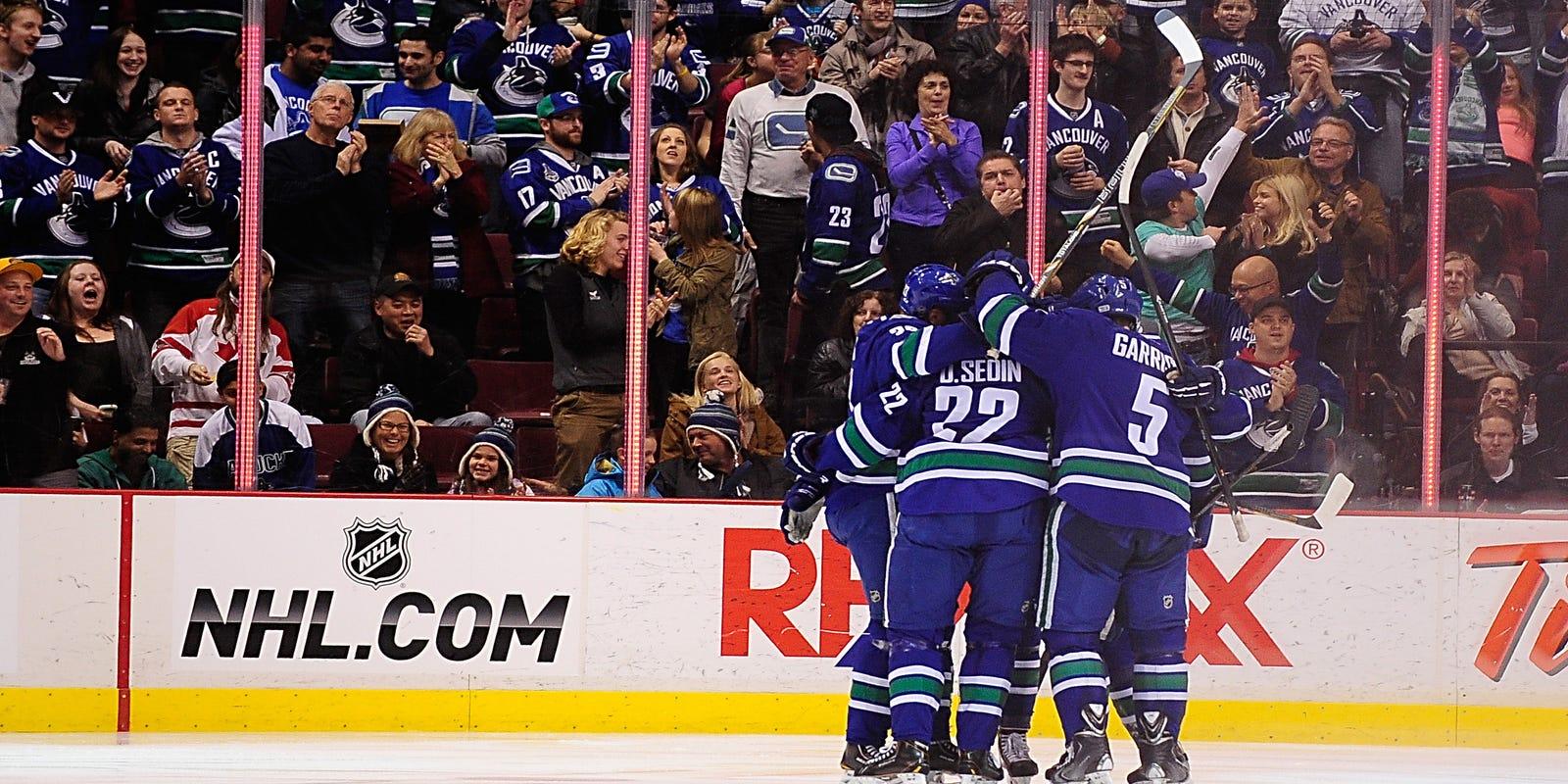 24dcbd97272 Mike Santorelli pushes Canucks past Blues