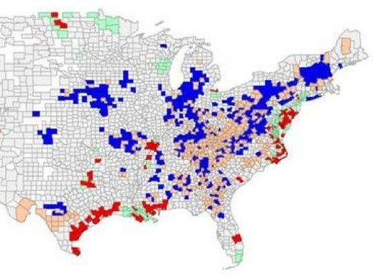 Red clusters mean high rates of both algae blooms and deaths from nonalcoholic liver disease. The other colors mean: high blooms, low deaths (peach); low blooms, high deaths (green); and low rates for both (blue).