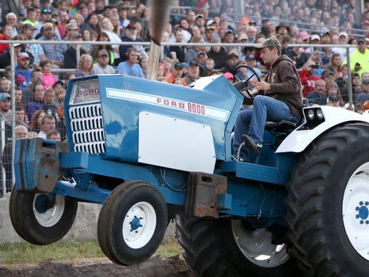 636036145826380560-20160708-parish-truck-and-tractor-pull-21.jpg