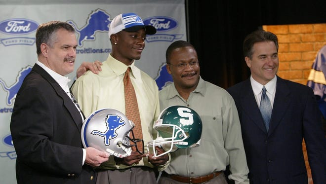 Charles Rogers, the No. 2 overall pick in the 2003 draft, posing at a press conference at the Lions' training facility with, from left, team president Matt Millen, assistant coach Bobby Williams and head coach Steve Mariucci in 2003.