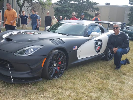 Detroit Police Chief Craig – a serious motorhead – in a black and white Viper police car led some 200 Dodge Vipers across 8 Mile and up Woodward Avenue with a full police escort for the start of the Woodward Dream Cruise.
