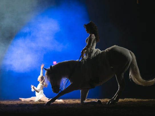 Midwest Horse Fair Staci Diza and Haley Pizzini perform