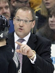 Pittsburgh Penguins head coach Dan Bylsma gestures to left wing Chris Kunitz.