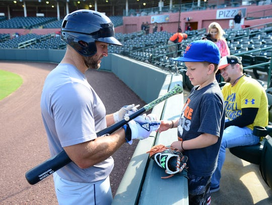 Columbia Fireflies Tim Tebow stops by to sign Tyler