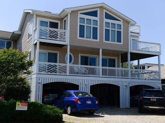 Beach rentals located in Bethany Beach, DE. Thursday,