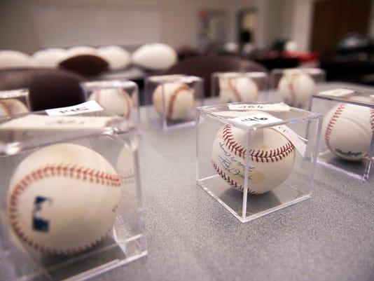 636462692053386667-jl-sports-auction-111417-07.JPG