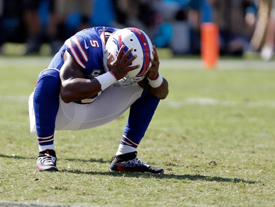 Buffalo Bills' Tyrod Taylor (5) reacts to an incomplete