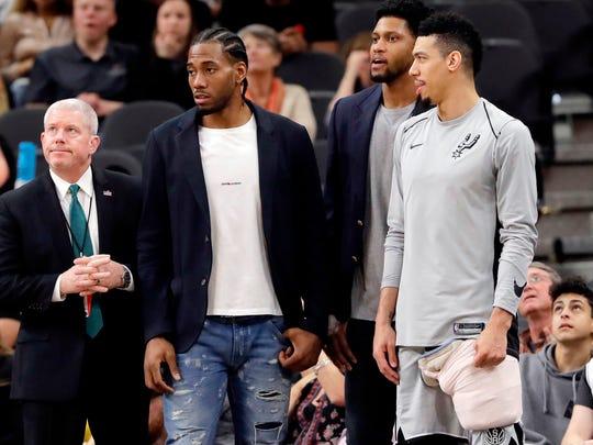 Spurs_Leonard_Basketball_90493.jpg