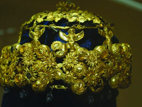 The jeweled gold crown found on Hama's head depicts