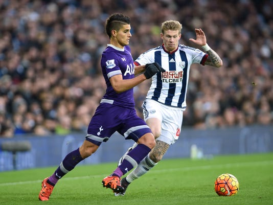 West Bromwich Albion's James McClean, right, and Tottenham Hotspur's Erik Lamela battle for the ball during their English Premier League soccer match at The Hawthorns, West Bromwich, England, Saturday, Dec. 5, 2015. (Joe Giddens/PA via AP)   UNITED KINGDOM OUT     -    NO SALES     -    NO ARCHIVES