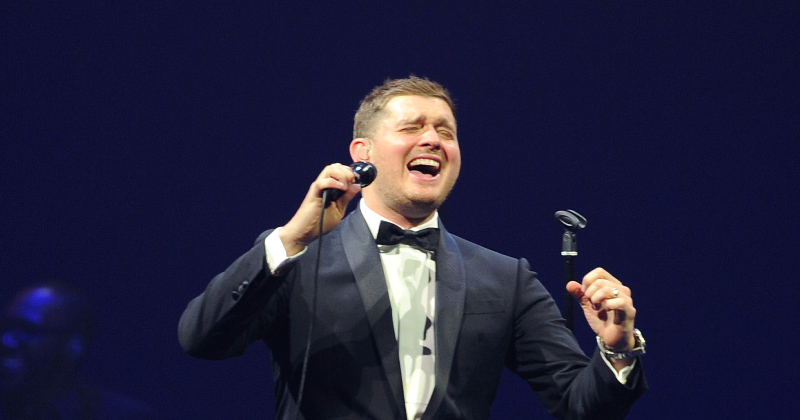 Michael Buble Holly Jolly Christmas.Michael Buble Tops Spotify S Christmas List