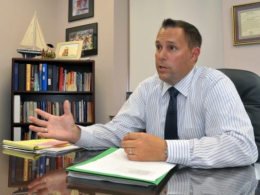 635863780827394504-VINBrd-09-06-2012-Daily-1-A010--2012-09-05-IMG--New-Superintendent-1-1-0127DLRG-IMG--New-Superintendent-1-1-0127DLRG.jpg