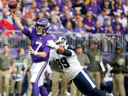 Minnesota Vikings quarterback Case Keenum (7) throws