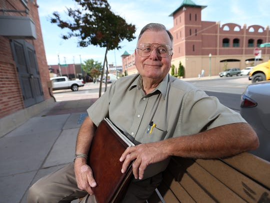 El Paso Times ad salesman Frank Thompson will retire Friday after 49 years and five days of service.