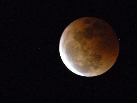 -cb-mooneclipse-030307-0001.jpg_20070303.jpg